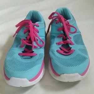 Nike big girls 6Y or womens shoes euro 38.5