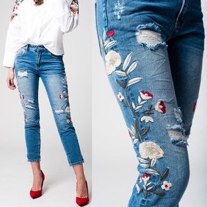 🆕DAISY distressed skinny jeans