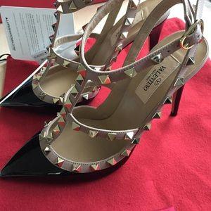 Valentino Garavani Shoes - NWT Valentino Rockstud pumps
