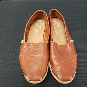 Shoes - TOMS moccasins
