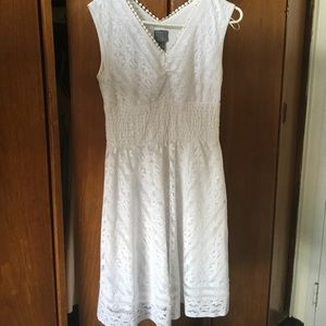 Casual lacy white, knee-length dress