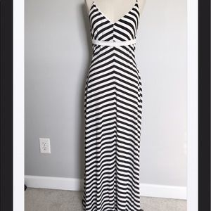 Snap Dresses & Skirts - Snap Black/White Maxi Dress, Med