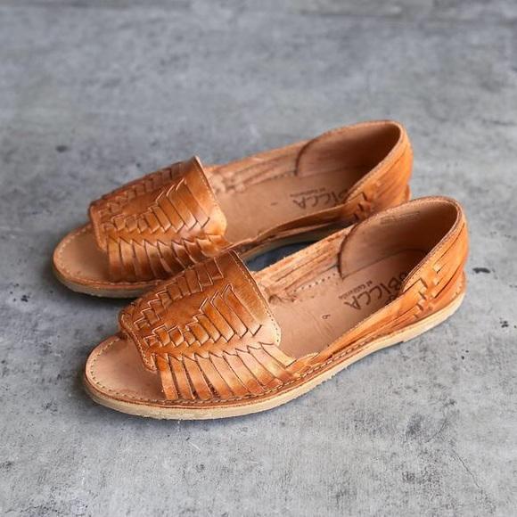 d99ce5d3567621 SBICCA Jared Tan Leather Huarache Flats 8 BNIB