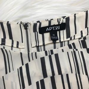 Apt. 9 Tops - Apt. 9 Grey Line Beige Pattern Tab Sleeve Blouse