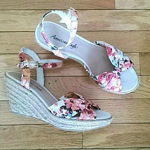 American Eagle by Payless Shoes - 💲 FLASH SALE 💲 Floral Print Wedge Sandals size 9