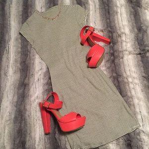 Stella Luce Dresses & Skirts - 🔲Pinstripe Bodycon🔲