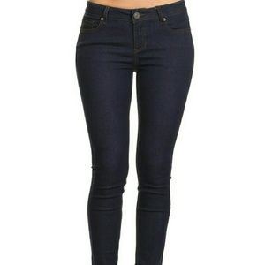 Pants - Curve conforming skinny jeans