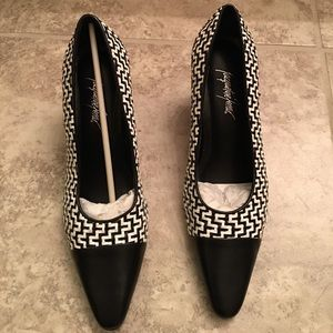 Jacqueline Ferrar Shoes - BRAND NEW Black & White heels perfect for work!!