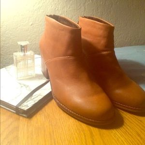 Toms ankle boots brown 8 W NWT Gorgeous