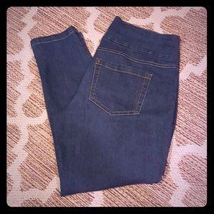 HUE Pants - HUE Denim Capris M