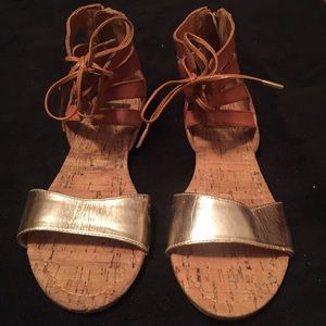DV by Dolce Vita Shoes - LIKE NEW TAN & METALLIC GOLD SANDALS