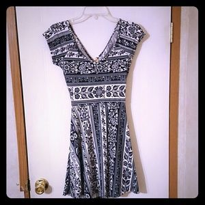 Ocean Drive Dresses & Skirts - Navy and white foral print summer dress