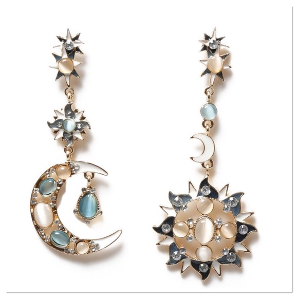 Boutique Jewelry - Elegant Rhinestone Dangle Earrings