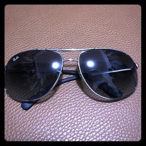 Ray-Ban Accessories - Authentic Ray Ban sunglasses! 😎 Sale!