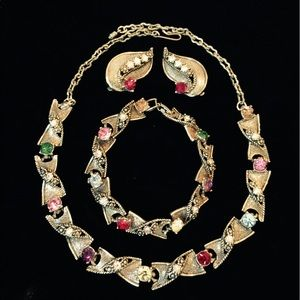 Jewelry - Vtg necklace, earrings and bracelet set