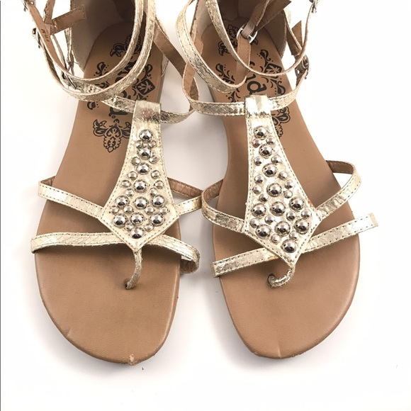 e239b441d79 Gold MUDD woman s studded sandals SZ 9.5. M 58f0e21813302ad96200677a