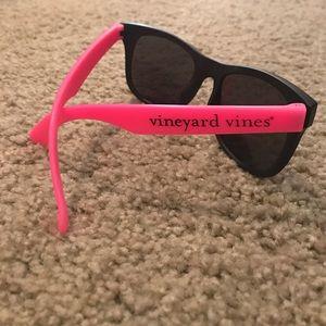 Vineyard Vines Other - 🎉 30% OFF ALL BUNDLES - VV sunglasses