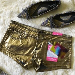 Almost Famous Pants - 🆕 Listing! Almost Famous gold shorts
