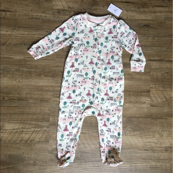 aad6419e56c9 Baby Gap Girl 6-9 months footed zipped one piece