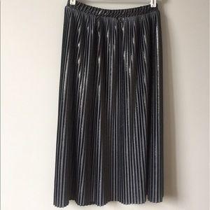 Zara Pleated Midi Skirt Size S.