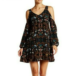 Romeo & Juliet Couture Dresses & Skirts - ❤ NWT Romeo & Juliet Shoulder Cutout Printed Dress