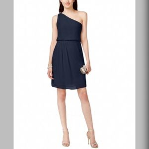 Adrianna Papell Dresses & Skirts - Adrianna Papell Size 6 One Shoulder Cocktail Dress