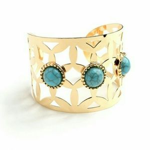 17basics Jewelry - ⭐Gold toned cuff bracelet with turquoise details