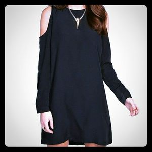 Boohoo Dresses & Skirts - Open sleeve shift dress