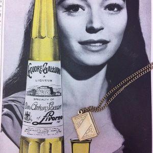 Sarah Coventry Jewelry - Vintage Sarah Coventry photo pendant