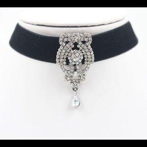 boutique Jewelry - 🏆HP🏆BLACK VELVET CHOKER W/ RHINESTONE PENDANT