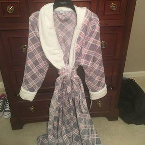 Sonoma Other - Bnwt Sonoma bathrobe