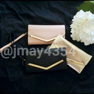 Handbags - 🆕ROSE GOLD BLACK WRISTLET WALLET
