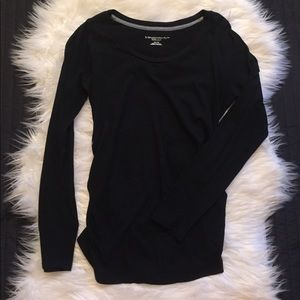 Liz Lange Tops - Liz Lange long sleeve maternity tee