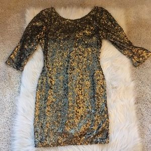Fitted gold sequined dress