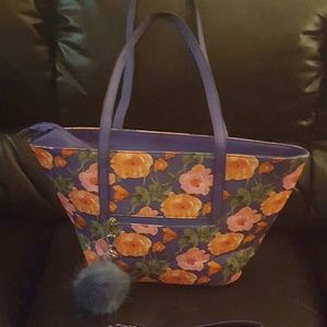 Handbags - Lovely Spring Tote. Includes a large and roomy pou