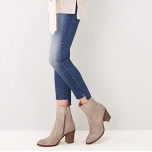 Hinge Shoes - Hinge Taupe Booties in Size 9