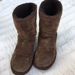 UGG | chocolate classic short boots
