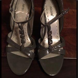 Shoes - Gray heels