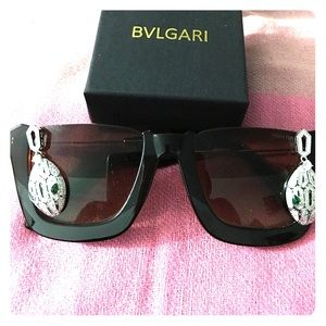 Bulgari Jewelry - White Gold plated over silver with green💎bracelet
