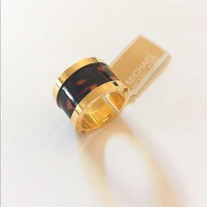 Michael Kors Jewelry - 🎉Sale🎉NWT Michael Kors beautiful ring SZ 7