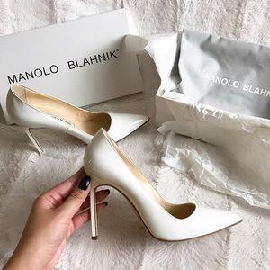 $300 MANOLO BLAHNIK BB PUMPS WHITE PATENT HEELS