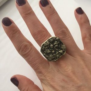 Jewelry - Gold/Brass Colored Rock Ring