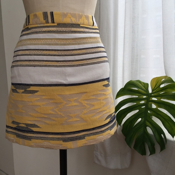 Zara Dresses & Skirts - ZARA AZTEC PRINT SKIRT SIZE MEDIUM/6