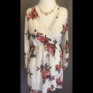 AKIRA Dresses & Skirts - Off-White Floral Dress 🌹