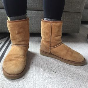 UGG short classic boots women's size 8-Camel Brown