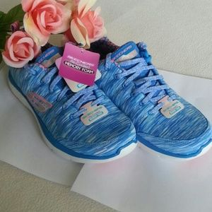 Skechers Shoes - SALE Skechers Air-Cooled Memory Foam Size 8.5