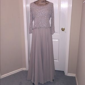 J Kara Dresses & Skirts - JKARA 10 NWT Beautiful Beaded Formal Dress