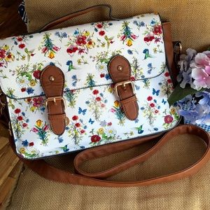 call it spring Handbags - Adorable bag great for spring