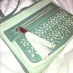 Relic Handbags - Mint cross body purse