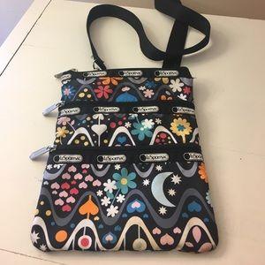 LeSportsac Handbags - Lesportsac zipper cross body